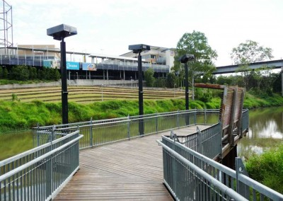 Riverheart Parklands, Mid-hinge Projector poles